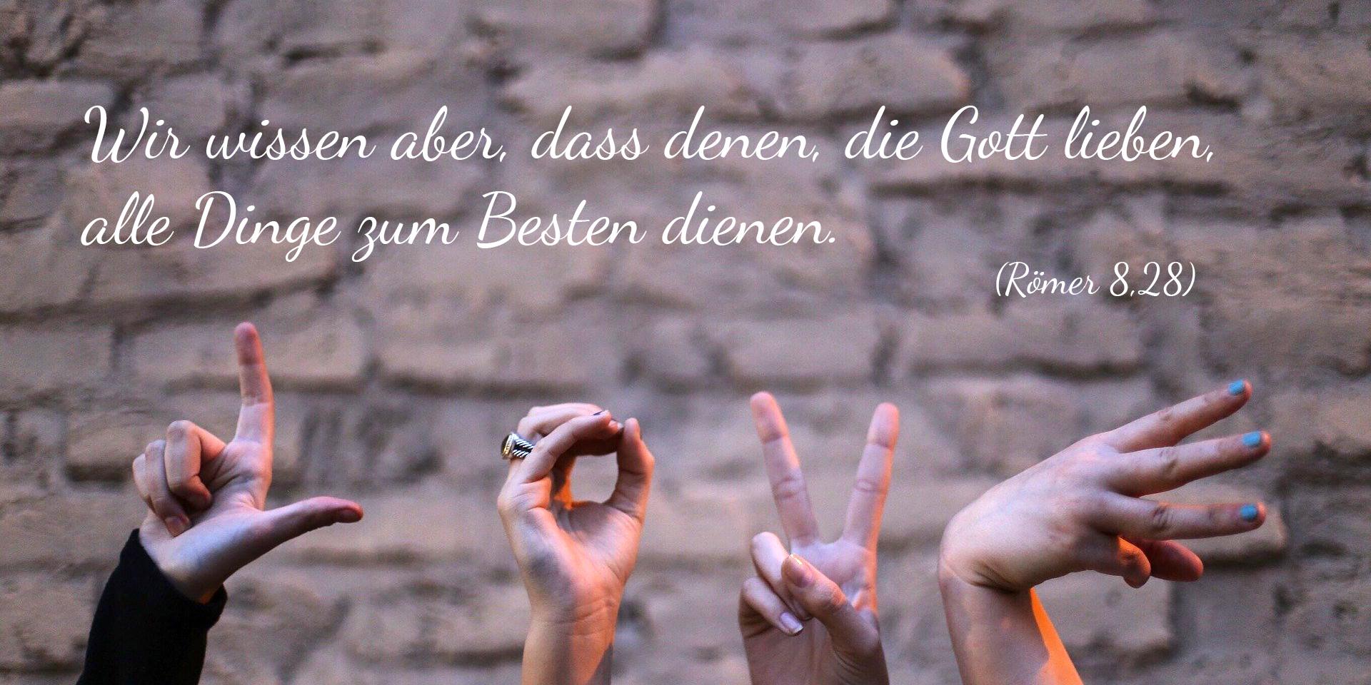 Finger, die das Wort 'Love' (Liebe) in die Luft schreiben. ,© pixabay